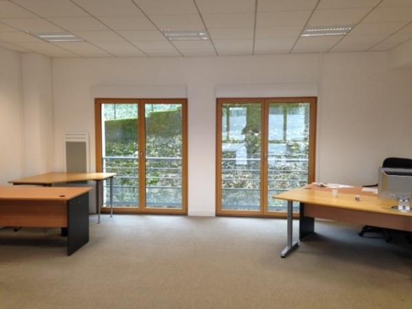 location bureau issy les moulineaux 92130 bureau issy les moulineaux de 90 m ref wi k13663l. Black Bedroom Furniture Sets. Home Design Ideas