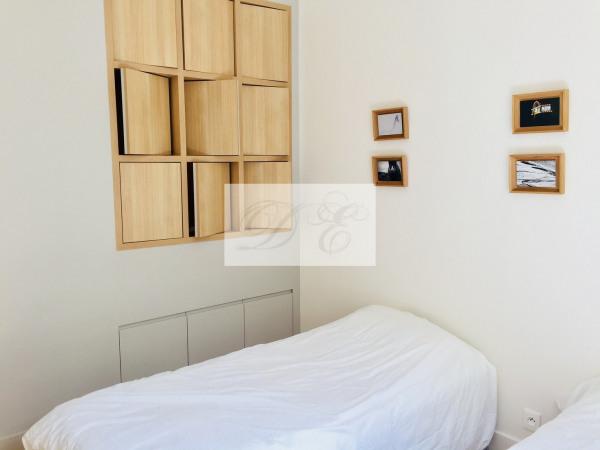 Location Appartement Paris rue de la Trémoille - 92m² - Paris 8ème (75008)-5