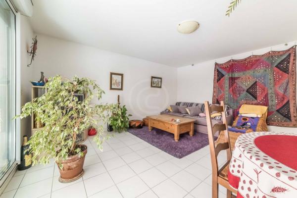 Appartement (3 pièces) à Marseille 6ème (13006) - 950 € /mois - - Marseille 6ème (13006)-2