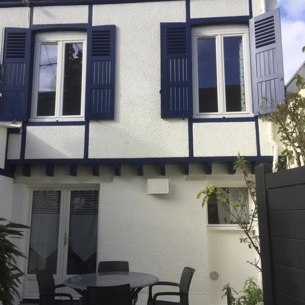 façade de côté bleu