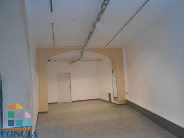 location local commercial bagnols sur c ze gard 30 91 m r f rence n 1323875. Black Bedroom Furniture Sets. Home Design Ideas