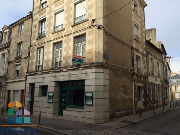 Location local commercial poitiers trois quartiers for Centre commercial poitiers
