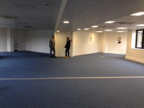 location bureau montigny le bretonneux yvelines 78 1004 m r f rence n wi y97l. Black Bedroom Furniture Sets. Home Design Ideas