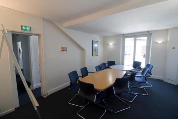 location bureau versailles notre dame 78000 bureau versailles notre dame de 150 m ref 2342. Black Bedroom Furniture Sets. Home Design Ideas