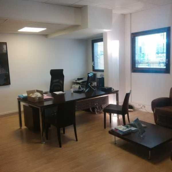 vente bureau paris 19 me paris 75 587 m r f rence n 520253. Black Bedroom Furniture Sets. Home Design Ideas