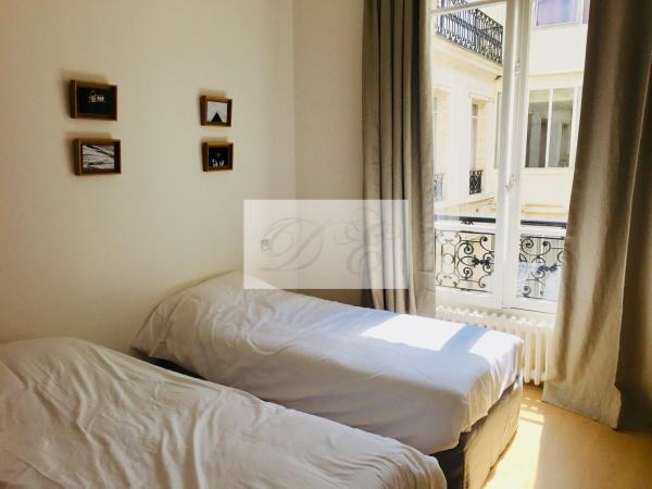 Location Appartement Paris rue de la Trémoille - 92m² - Paris 8ème (75008)-14