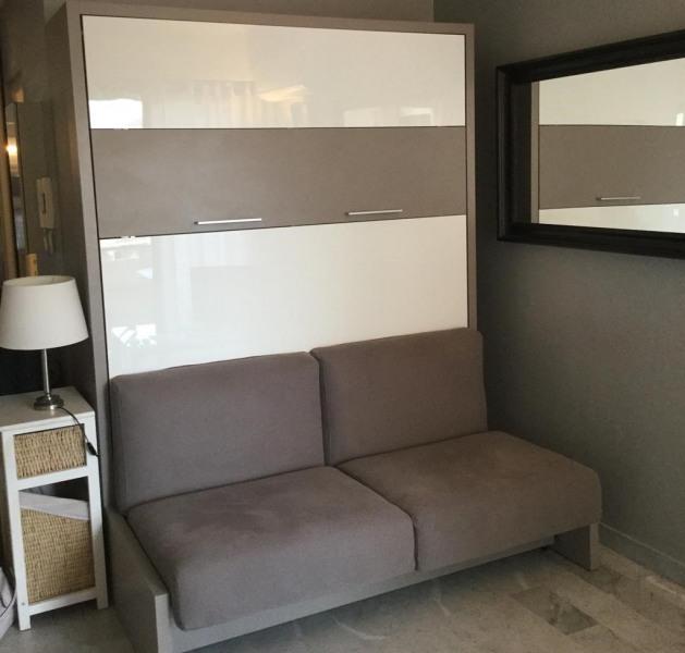 Un vrai lit rabatable avec divan