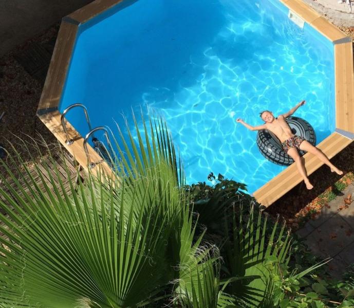 La Cour d'été, grande maison vigneronne avec appartements et chambres d'hôtes à 15 km de la mer, 8 km de Pézenas.