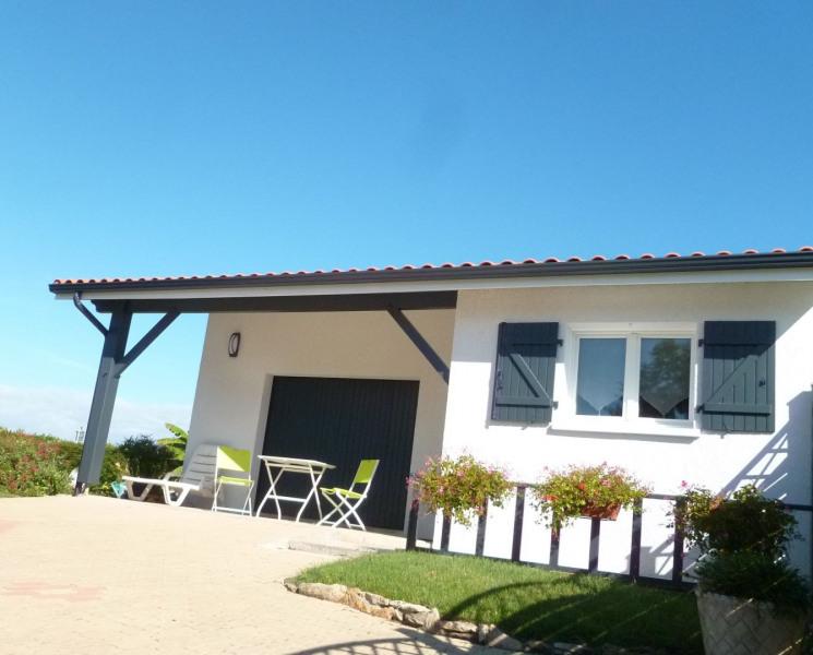 Extérieur du studio avec terrasse couverte