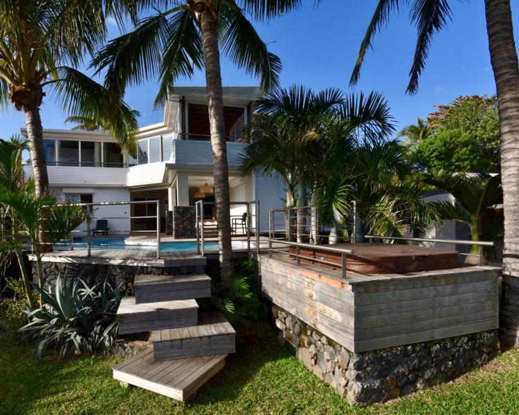 La villa , sa piscine et son jacuzzi