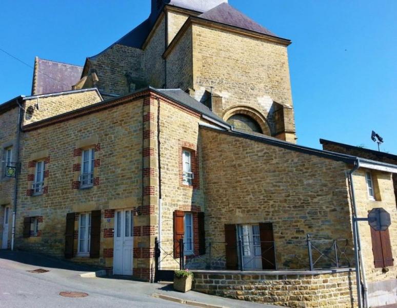 Gîte Les Grive - à Renwez - à 13 Km de Charleville-Mézières. Maison semi-mitoyenne rénovée comportant deux gîtes.