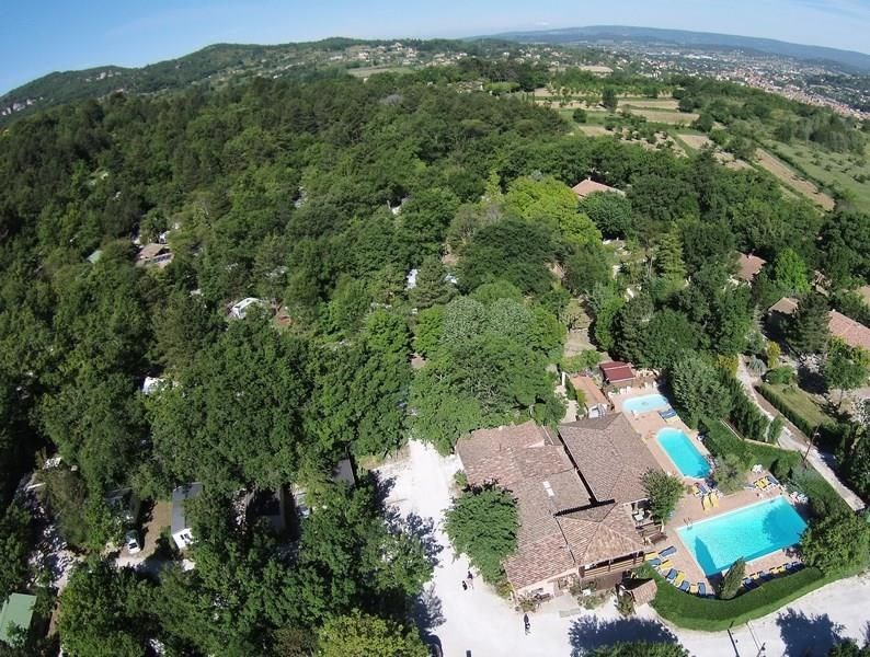 Camping Le Luberon ****, 74 emplacements, 36 locatifs