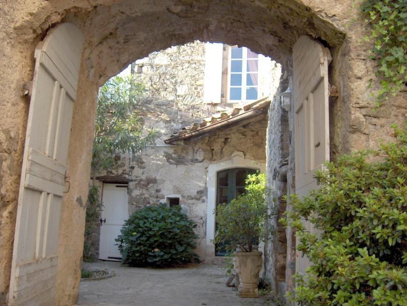 Maison de caractère en pierres avec piscine privée.