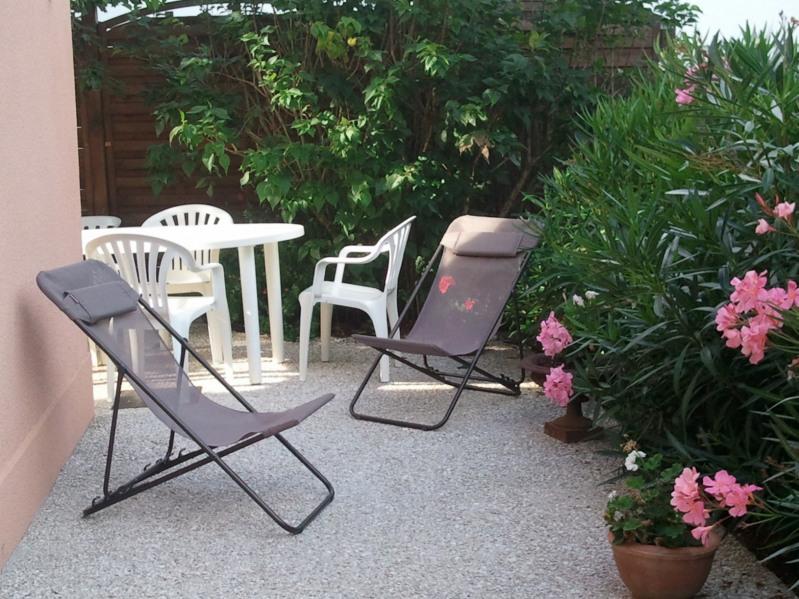 Location vacances Royan -  Maison - 6 personnes - Salon de jardin - Photo N° 1