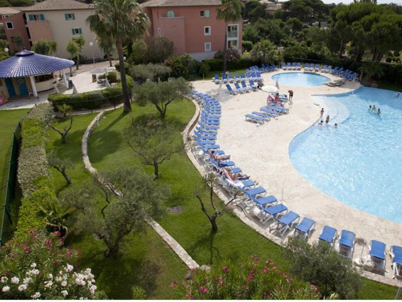Location vacances Roquebrune-sur-Argens -  Appartement - 4 personnes - Chaise longue - Photo N° 1