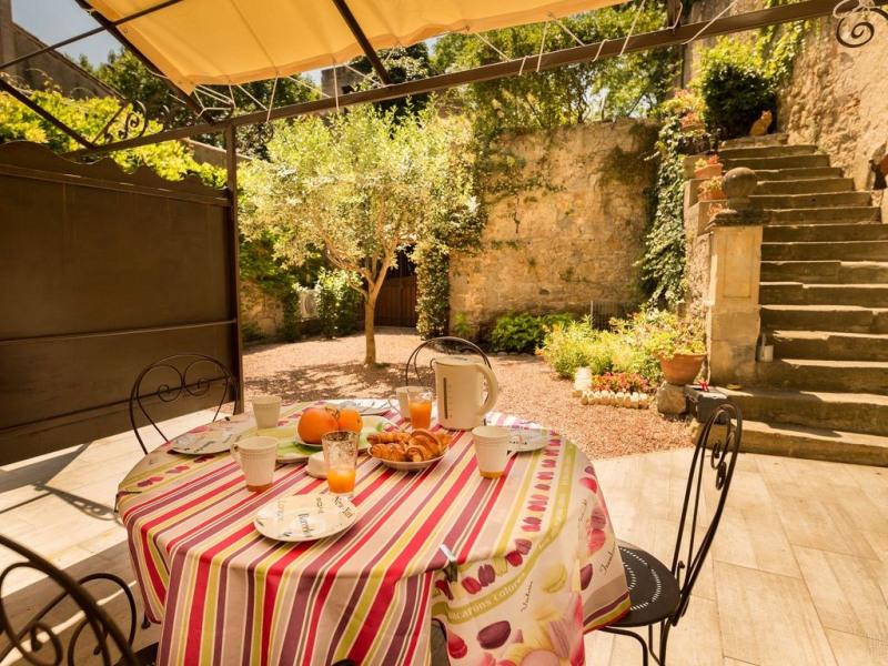 Appartement de charme avec terrasse privative au centre de Carcassonne.