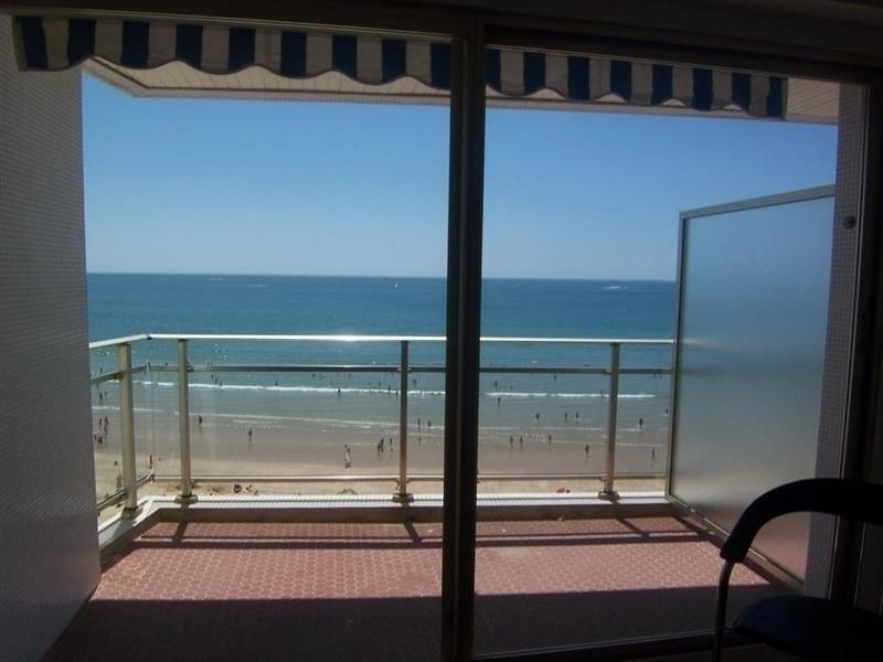 Studio avec une superbe vue sur la plage.
