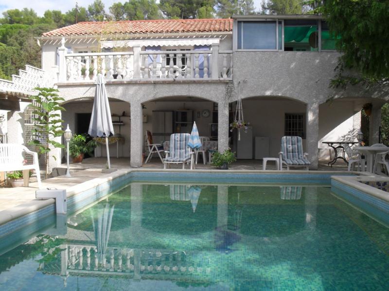 villa de 120m2sur un terrain de 2000 m2  arbore et completement clos avec piscine 8msur 4m