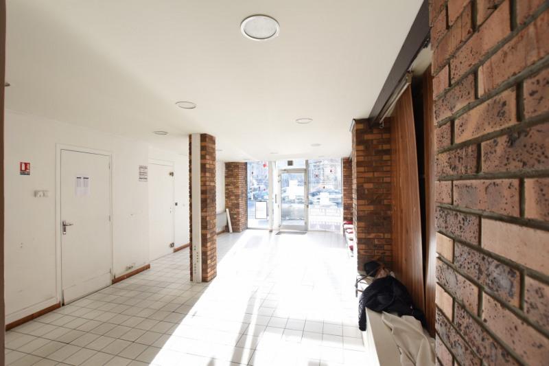 location bureau paris 8 me europe 75008 bureau paris 8 me europe de 50 m ref 10186530. Black Bedroom Furniture Sets. Home Design Ideas