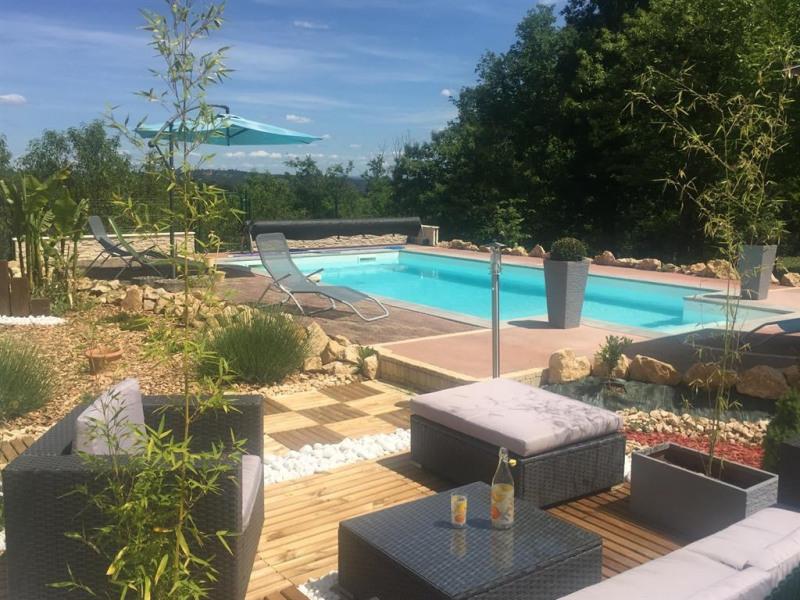 piscine et coin détente