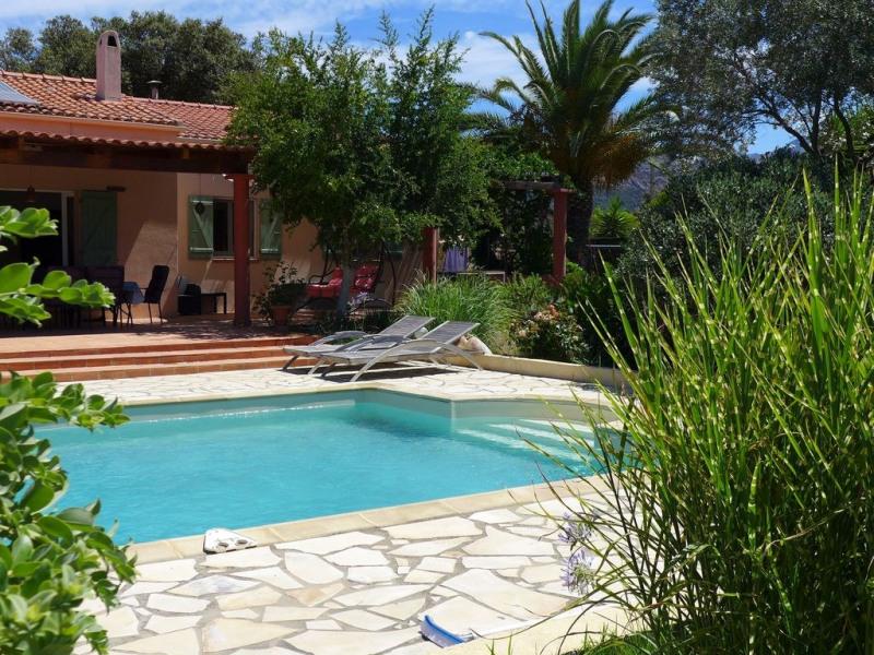 Villa, piscine,au calme dans le maquis corse, toute équipée pour 6 personnes.