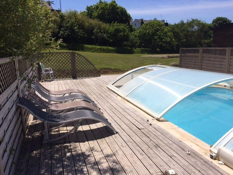 La piscine privée, chauffée et couverte