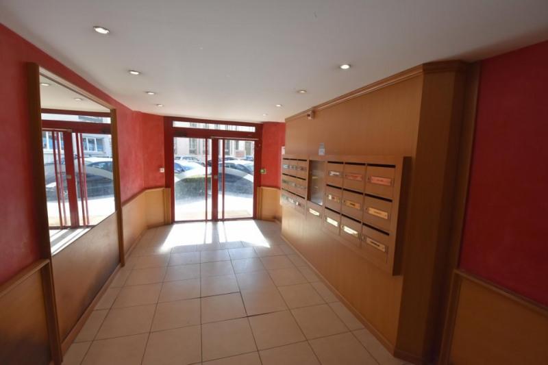 location bureau lyon 6 me rh ne 69 140 m r f rence n 69 001612. Black Bedroom Furniture Sets. Home Design Ideas