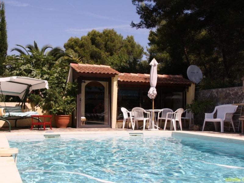 Pavillon indépendant en colline avec piscine Hyper calme classé 3 *