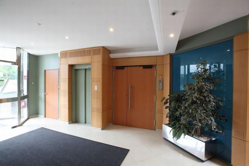 location bureau montigny le bretonneux yvelines 78 428 m r f rence n 12013717l. Black Bedroom Furniture Sets. Home Design Ideas