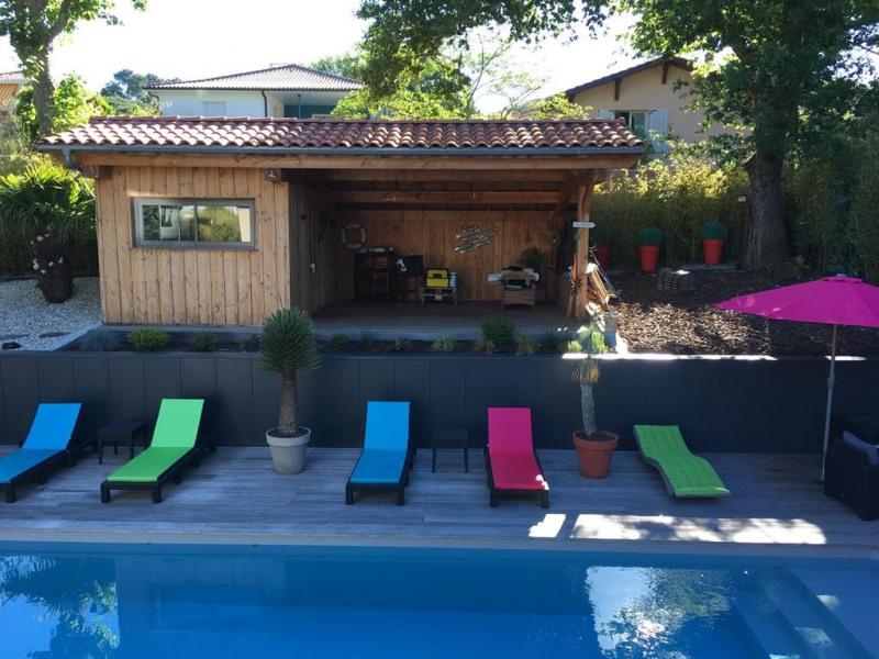 Bungalow terrasse et piscine coté jardin