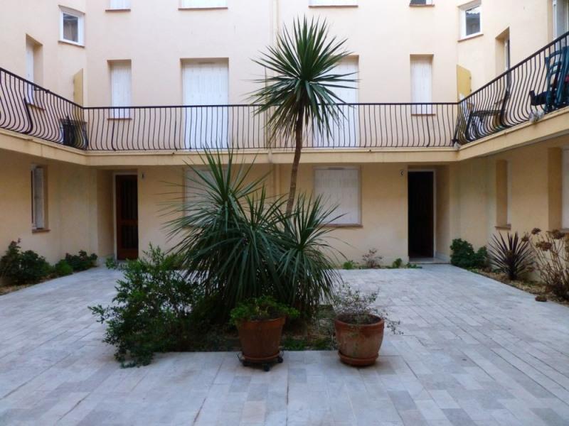 Coquet appartement F2 de 30 m² pour 4 personnes situé au rez-de-chaussée d'une résidence à 100 m de la mer.