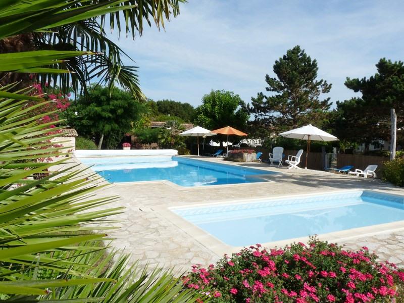 piscine chauffée 14X7M  et pataugeoire 6X3M