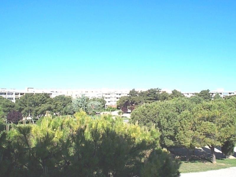 F1 situé sur le parc Charles de Gaulle et proche l'établissement thermal