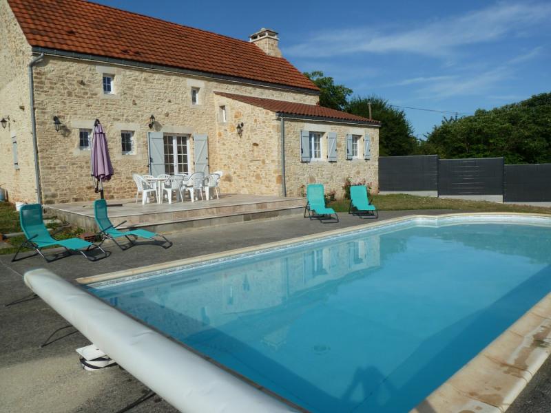 La Grange Christeph; Gîte indépendant typiquement  lotois, piscine privée dans un environnement calme.sites touristiques