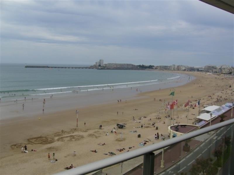 Face à la grande plage avec une belle vue.