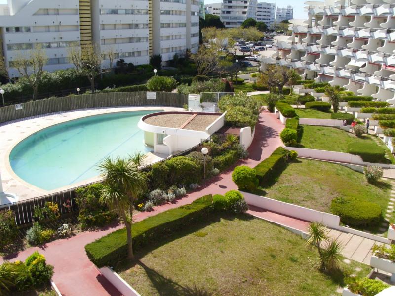 Piscine et jardins vue de la terrasse