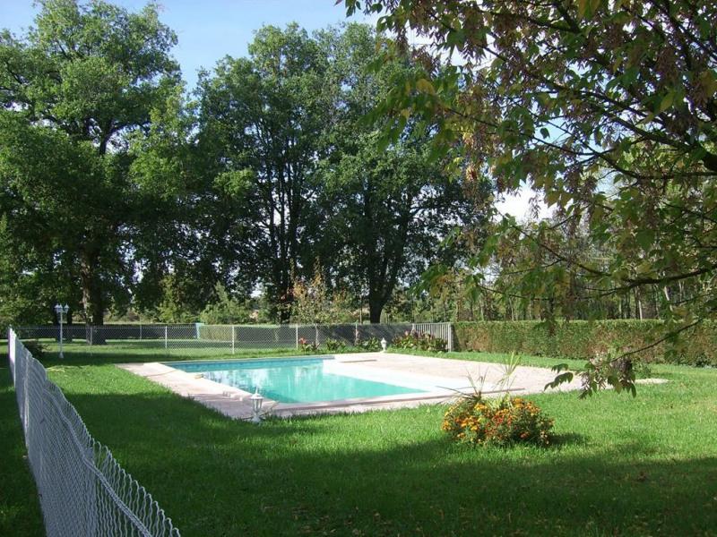 piscine 11x5 chauffée  cloturée et equipée d'une a