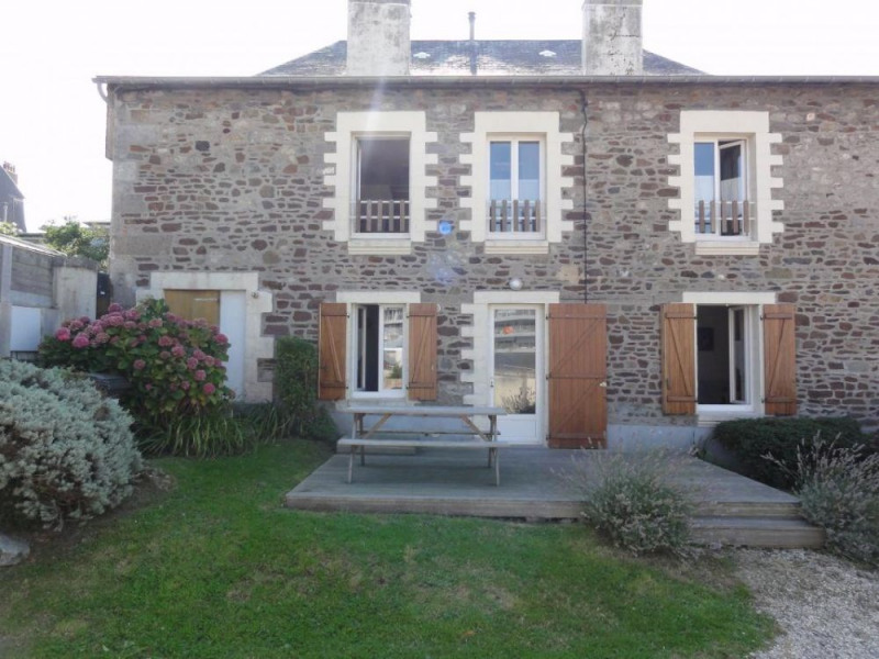 Une maison avec terrain au cœur de la ville, à proximité immédiate de tous les services souhaités, de la gare SNCF.