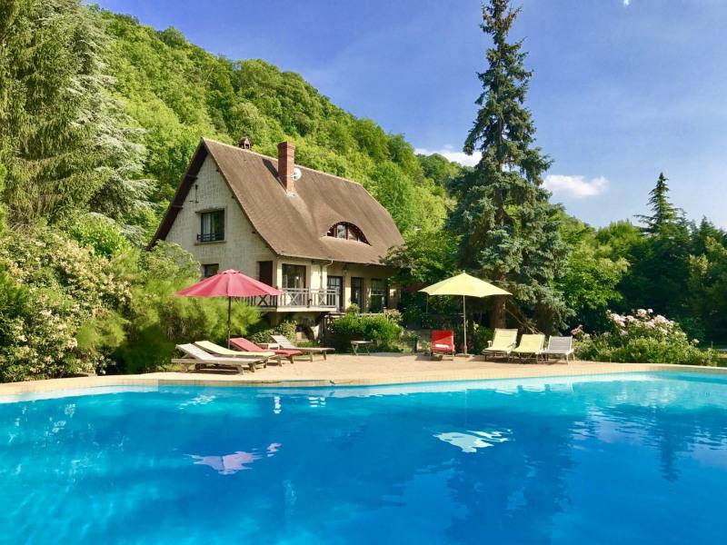 la maison de 230 M2 en bord de Seine avec grande piscine