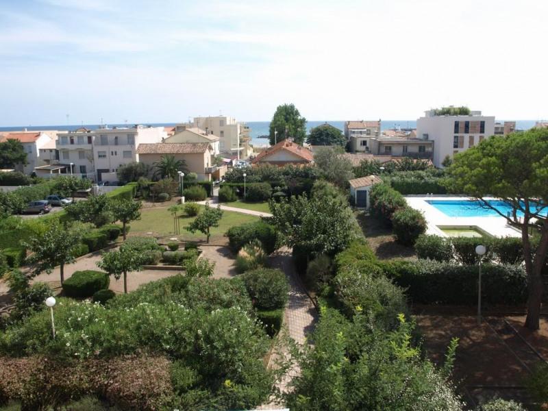 vue depuis la terrasse sur mer et parc de la resid
