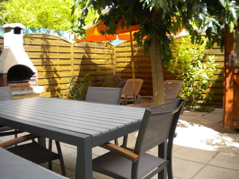 Joli plain-pied moderne et de qualité avec jardin/terrasse clôt