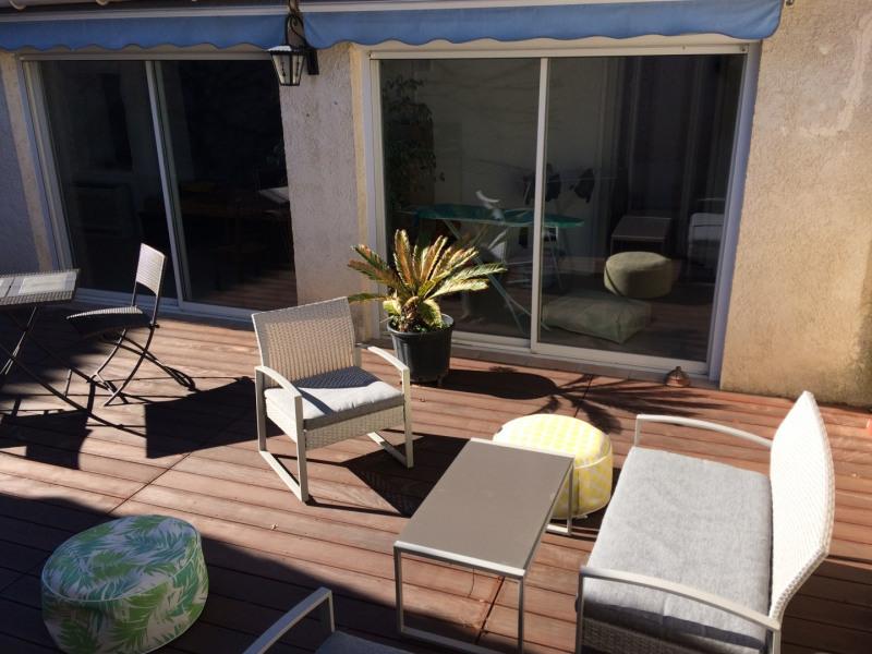 Belle maison Provençale avec grande terrasse, meublée avec goût, au cœur du village