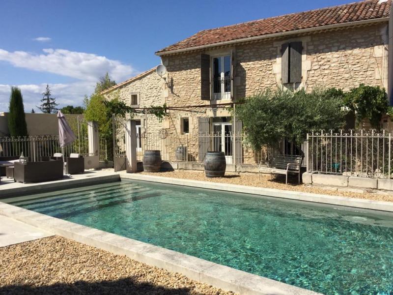 Joli mas avec piscine et grand jardin à Eyragues pour 10 personnes