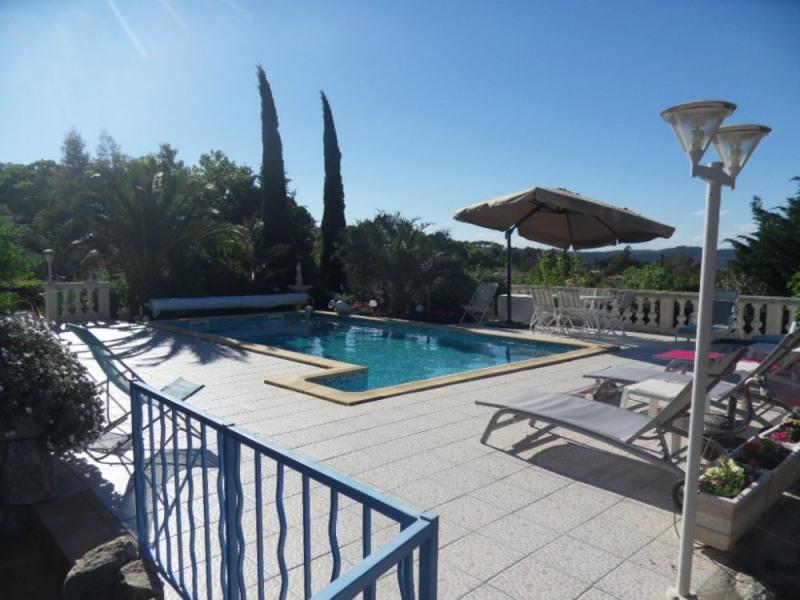 Situé sur les hauteurs du village dans la villa du propriétaire, agréable studio très bien agencé.