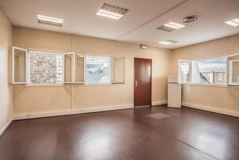 location bureau issy les moulineaux 92130 bureau. Black Bedroom Furniture Sets. Home Design Ideas