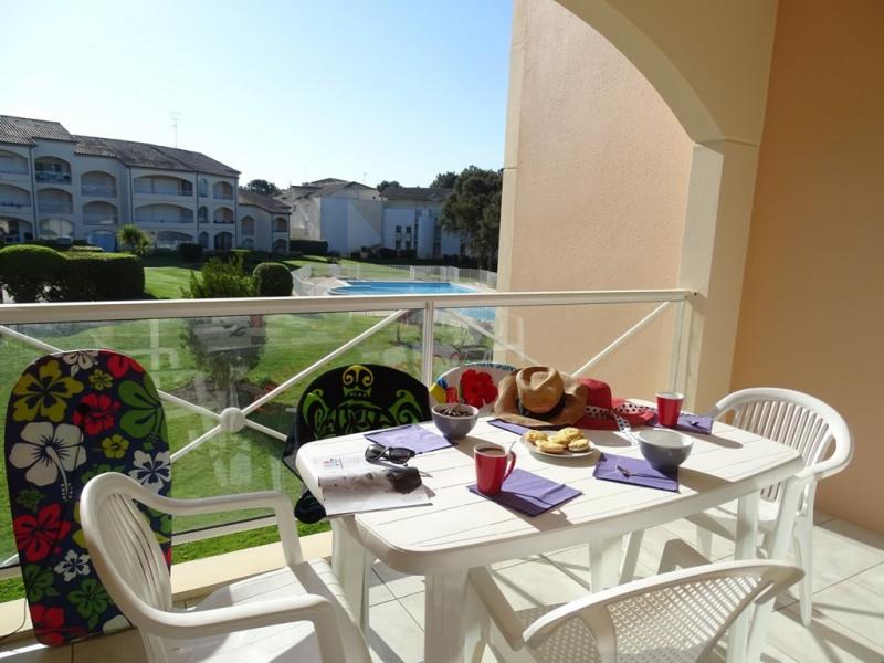 A 500 m de la plage ! Appartement confortable avec wifi, terrasse, piscine et parking. Cadeau de bienvenue + avantages