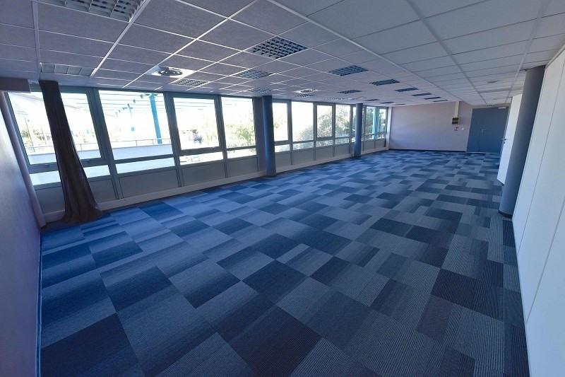 location bureau lab ge 31670 bureau lab ge de 283 m ref x 02901. Black Bedroom Furniture Sets. Home Design Ideas