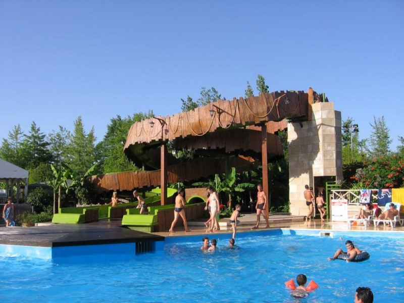 MH 3 chambres 6 places 30 m² + terrasse intégrée. C'est dans un univers exotique que vous découvrirez ce camping. Ses...