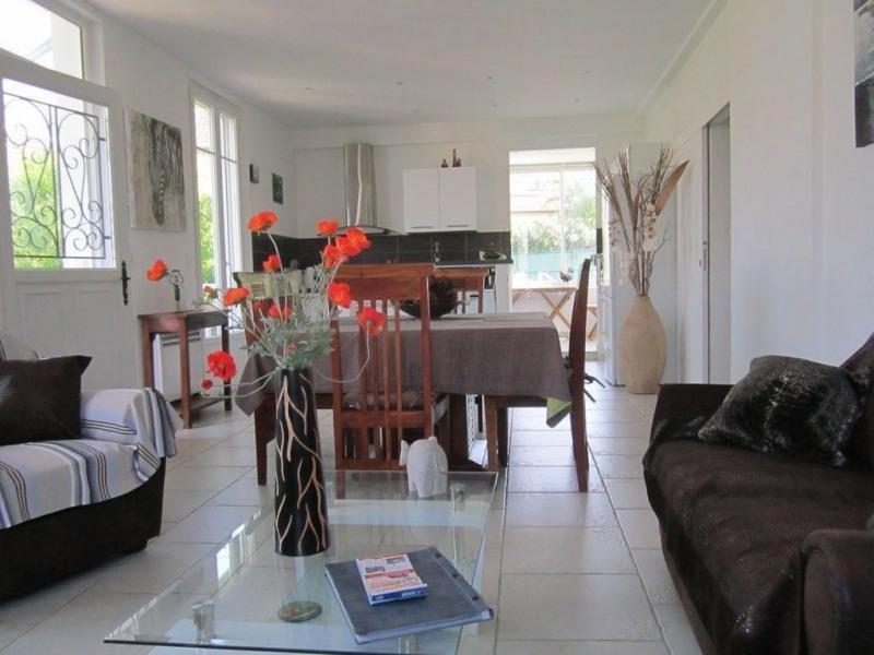 1er étage d'une villa, 90m2 très indépendant, accès privatif, impasse calme à 200m du centre ville