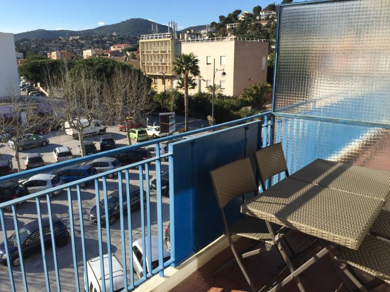 Beau 2 pièces avec terrasse centre ville Lavandou proche plages